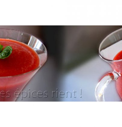 Spicy smoothie : pommes, fraises et gingembre !